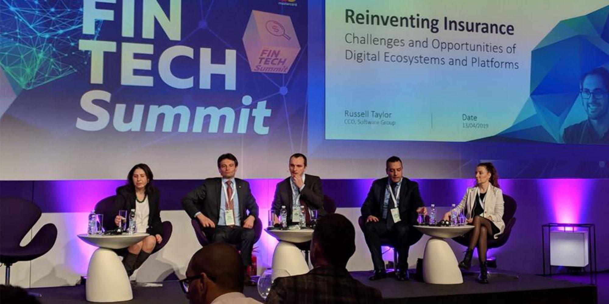 Diana Medanova (rechts im Bild) auf der Fintech Summit 2019 in Sofia.